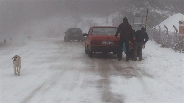 Kütahya'da gece başlayan kar yağışı ulaşımı zorlaştırıyor