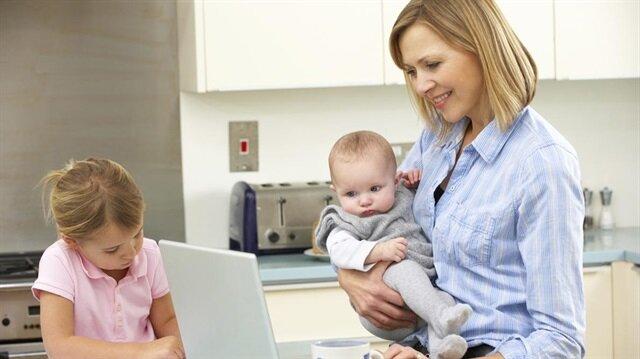 Ev kadınlarının isteğe bağlı sigortalı olabilmesi için 18 yaşından büyük ve başka yerde çalışmama şartı var.