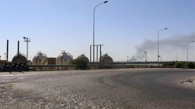 Clashes between armed groups shuts airport in Libyan capital