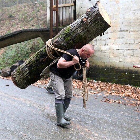 283 kilogramlık kütüğü sırtında taşıdı