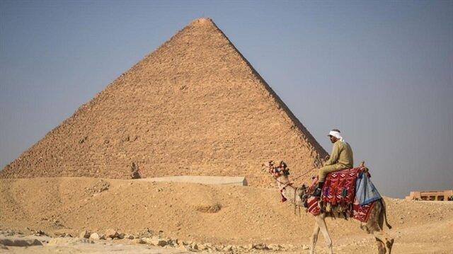 الاتهام لمرسي والفعل للسيسي.. هكذا بيعت أهرامات مصر للإمارات!