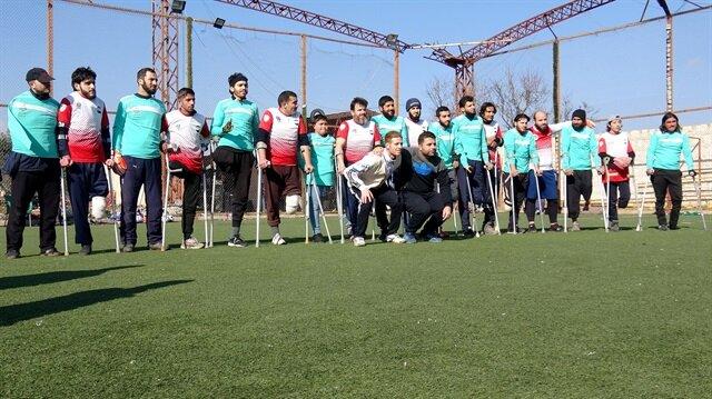 إدلب السورية تحتضن مباراة كرة قدم لمبتوري الأطراف