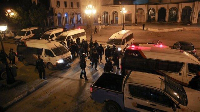 الأمن التونسي يفرق مسيرة لمشجعي فريق كرة قدم بالعاصمة
