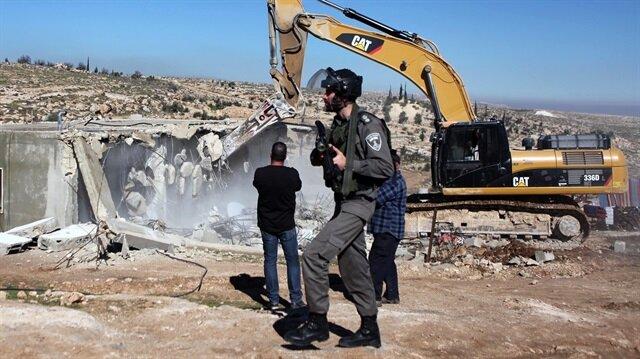 İşgalci İsrail güçleri Filistinliye ait evi yıktı