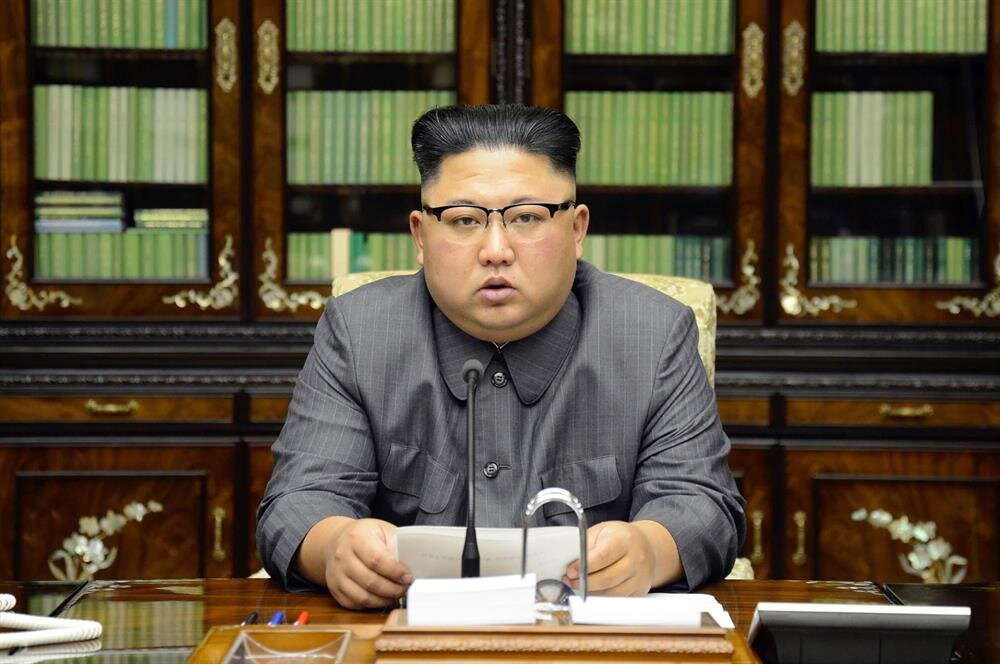 Ülke futbolunu global markete dahil etmeyi amaçlayan Kim Jong-Un'un tavırlarının tutarsızlığı dikkat çekiyor.