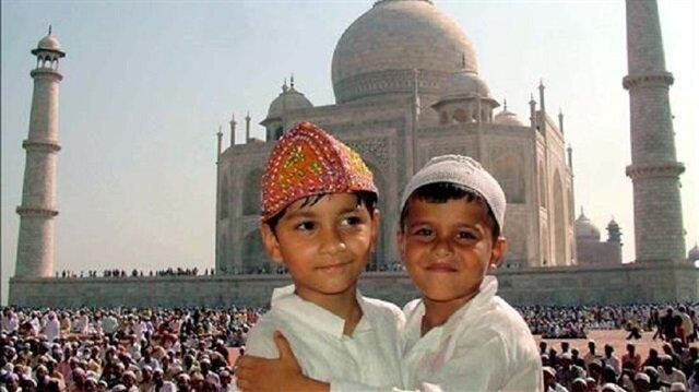 طفل مسلم لعائلة هندوسية وطفل هندوسي لعائلة مسلمة!