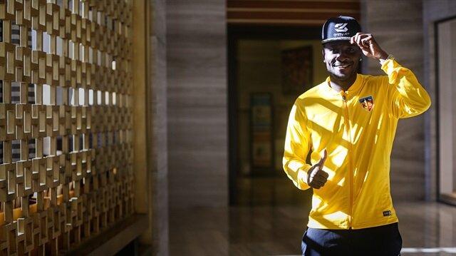 Asamoah Gyan: Tüm futbolcular namaz kılmaya gitti