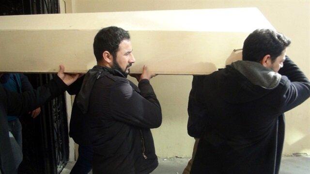 Ceset, Şanlıurfa Adli Tıp Kurumu morgundaki otopsi işlemlerinin ardından İzmir'den gelen yakınlarına teslim edildi.