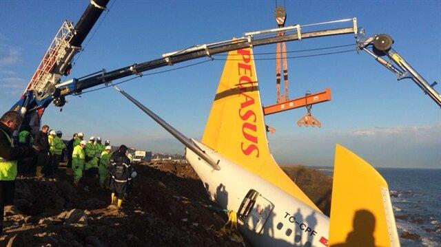 Trabzon'da pistten çıkan uçağı kurtarma çalışmaları canlı yayın