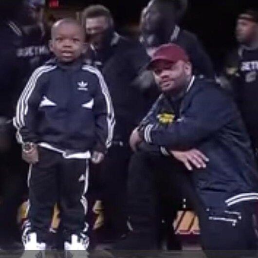 شاهد بالفيديو طريق رقص طفل تختف أنظار الكاميرا من الكبار