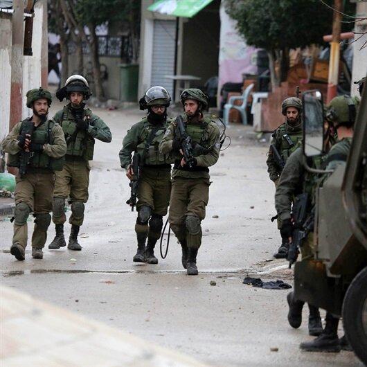 İşgal ordusu İsrail Filistinlilere biber gazıyla saldırdı