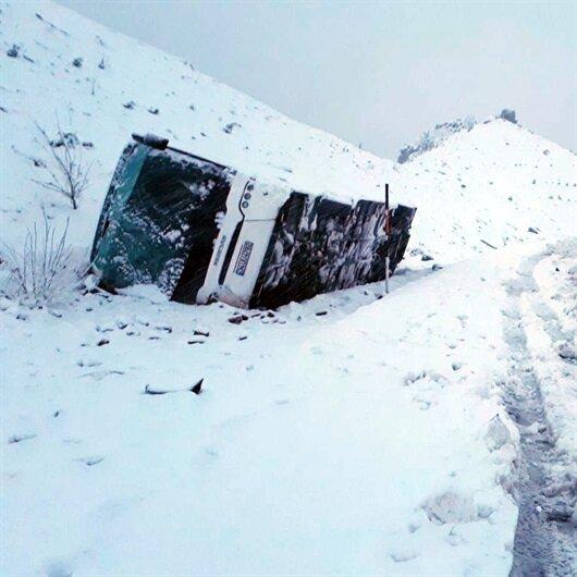 Konya ve Sivas'ta da yolcu otobüsü devrildi: 54 yaralı