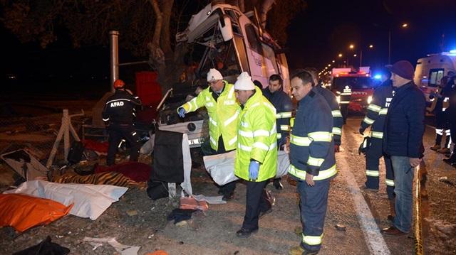 Eskişehir'de yolcu otobüsü kaza yaptı: 13 ölü 42 yaralı