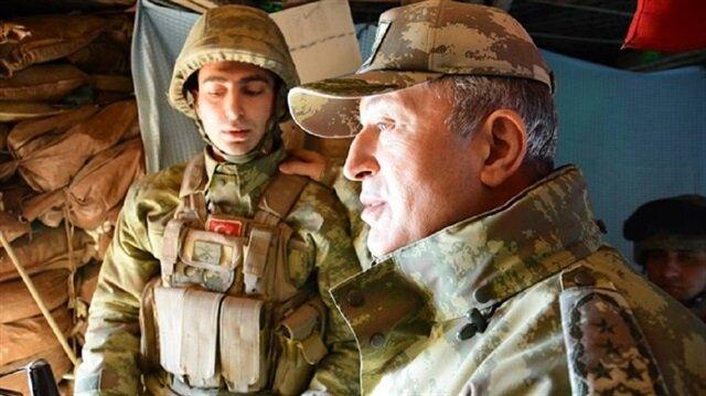 قادة الجيش التركي يتفقدون الوحدات المشاركة في غصن الزيتون