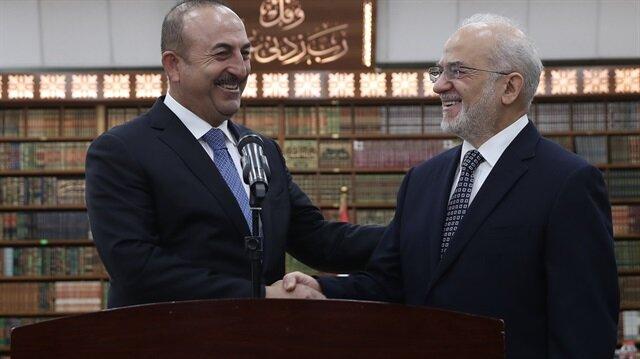 جاويش أوغلو يعقد اجتماعًا مع رئيس وزراء العراق
