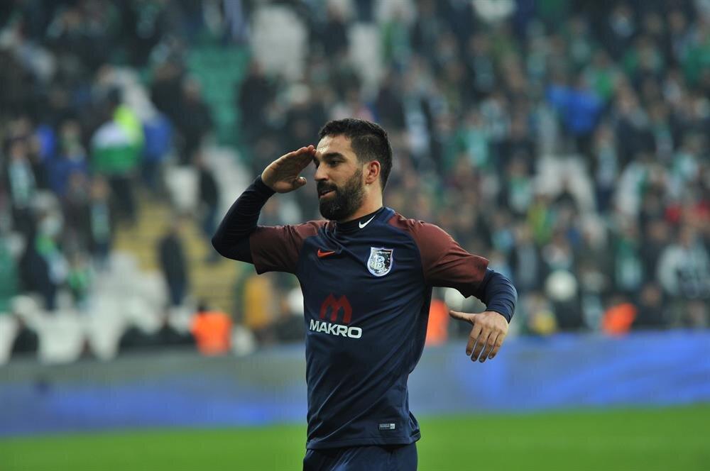 Arda Turan gol sevincini asker selamıyla yaşadı.