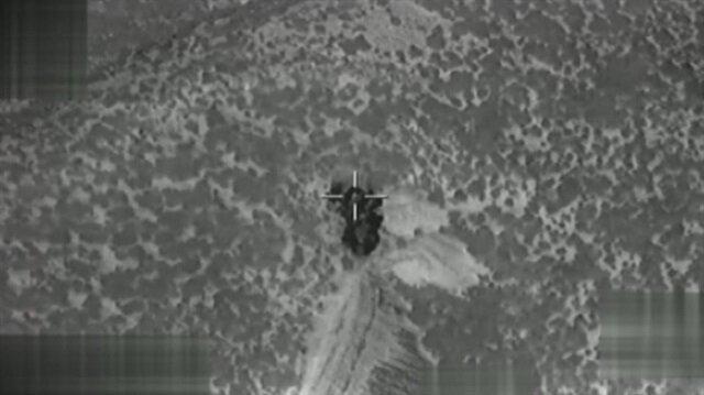 Afrin'de mühimmat deposu böyle vuruldu!