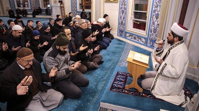 المصلون الأتراك في 90 ألف مسجد يدعون لنصرة جيشهم في