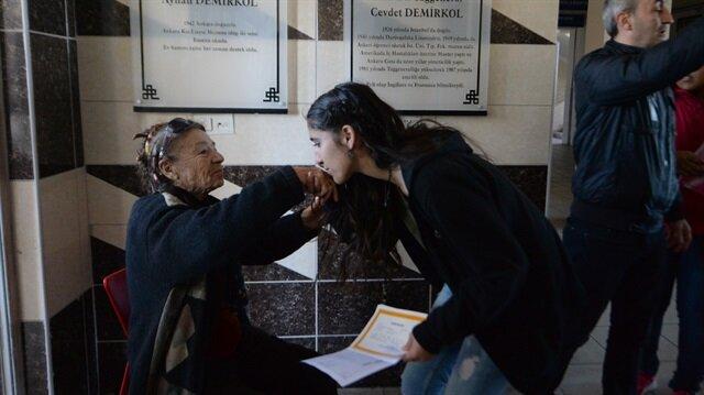 مُسنة تركية تحظى برعاية 1100 فتاة تبرعت بثروتها لمدرستهن