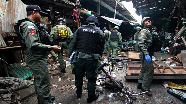 Bomb in Thailand kills three, wounds 18