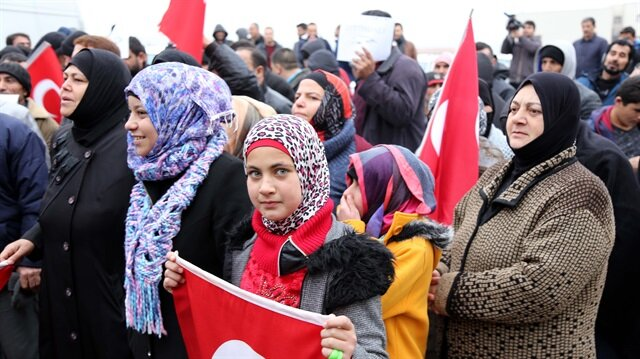Suriyeliler Afrin için askerlik şubesine koştu