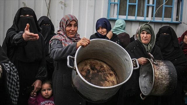 Gazans protest recent aid cuts by the WFP