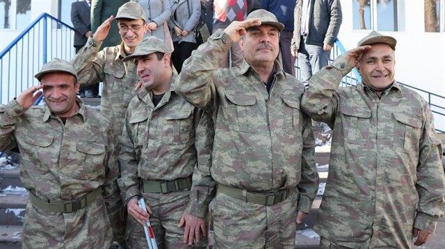 Görme engelli vatandaşlar gönüllü askerlik için başvurdu.