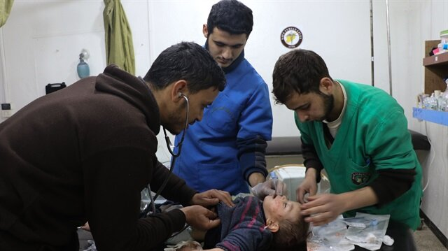 Syrian civilians hit by chlorine gas attack, activists say