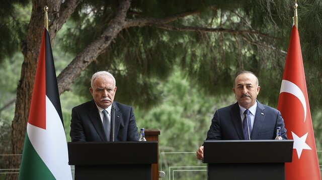Turkish Foreign Minister Mevlut Cavusoglu (R) and Palestinian Foreign Minister Riyad al-Maliki (L) hold a joint press conference after a signing ceremony of delivery protocol of a grant agreement between Turkey and State of Palestine, in Antalya, Turkey on February 3, 2018.