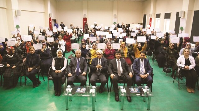 'Okuma yazma bilmeyen kalmasın' seferberliğine ilk desteklerden biri de Şehitkamil Belediyesinden geldi.