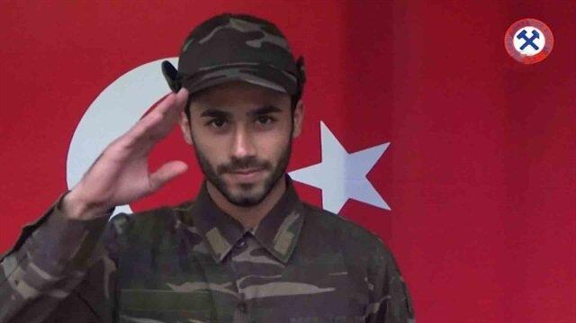 Askeri kamuflaj giyip Mehmetçiğe destek mesajları gönderdiler