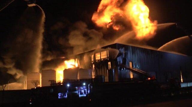 Parfüm fabrikası alev alev yandı