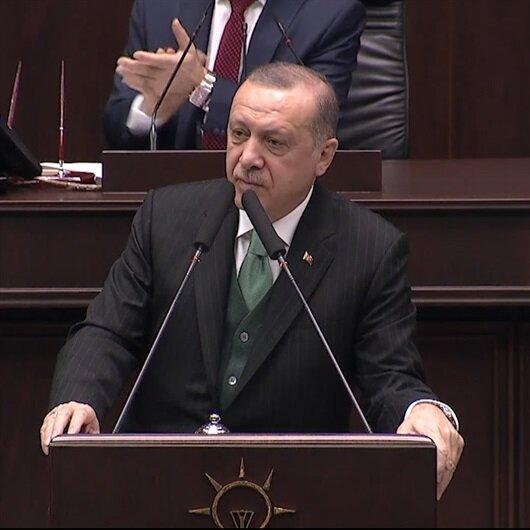Erdoğan küçük kızın yazdığı şiiri kürsüde okudu