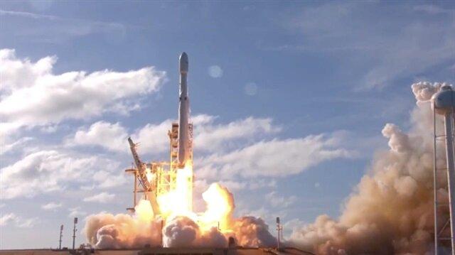 Uzayda tarihi gün: Tesla Roadster Mars'a gidiyor!