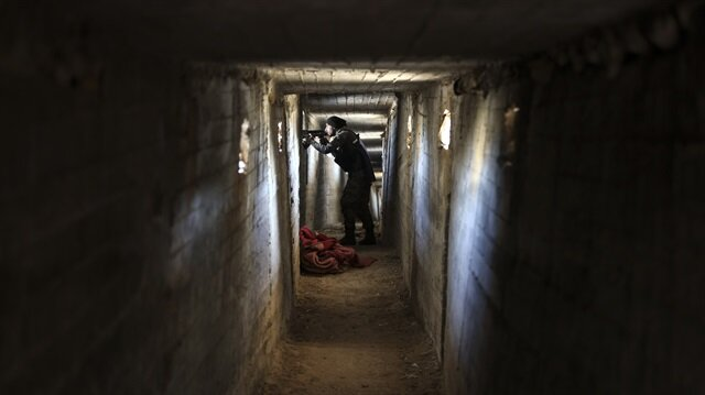 Afrin'de teröristlerin gizlendiği labirent tüneller bulundu