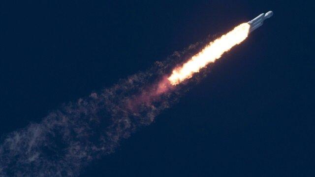 Dünyanın en güçlü roketi uzaya fırlatıldı