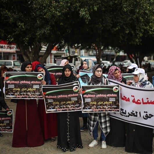 """خريجو الجامعات في غزة يطالبون بتوفير """"فرص عمل"""""""
