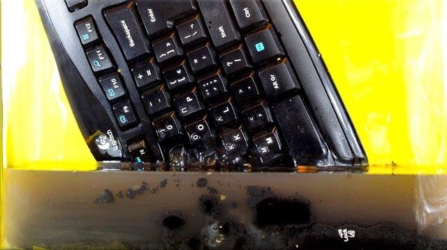 Aseton klavyeyi bakın ne hale getirdi