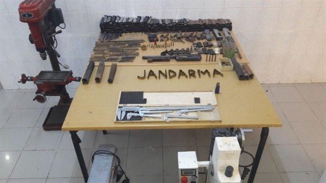 Sakarya'da ele geçirilen kaçak silahlar