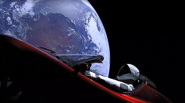 Roadster içinde Mars'a giden Starman'in 6 ay sonra hedefine ulaşacağı öngörülüyor.