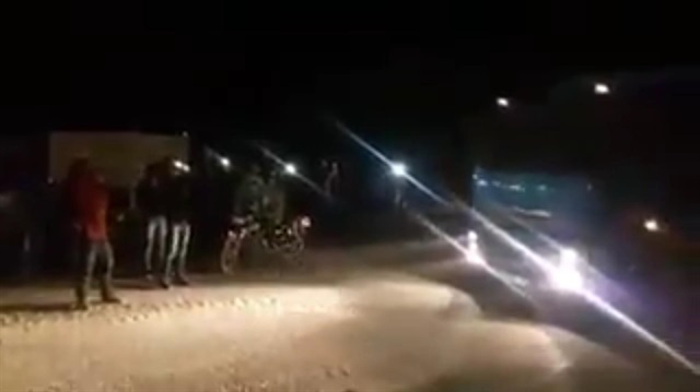 Turkish troops receive warm welcome by Idlib locals who cheer'Allahu Akbar
