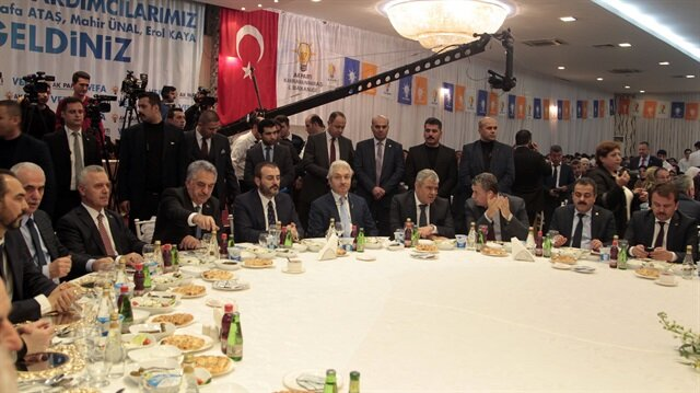 AK Parti Kahramanmaraş İl Başkanlığınca kentte partide görev yapmış yöneticiler için AK Parti Genel Başkan Yardımcıları Hayati Yazıcı, Mahir Ünal, Mustafa Ataş ve Erol Kaya'nın katılımıyla Vefa Buluşması düzenlendi.