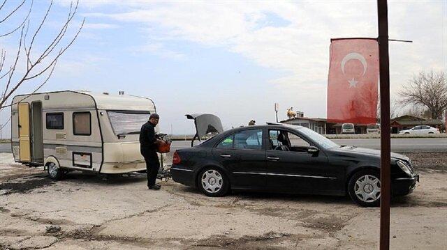 Gurbetten gelip karavanını Mehmetçik'e bağışladı