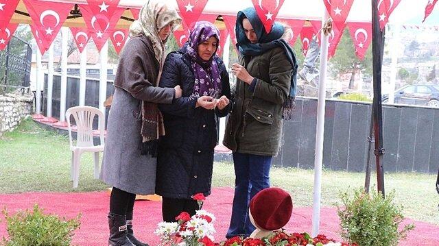 Piyade Astsubay Kıdemli Çavuş Ömer Bilal Akpınar'ın annesi