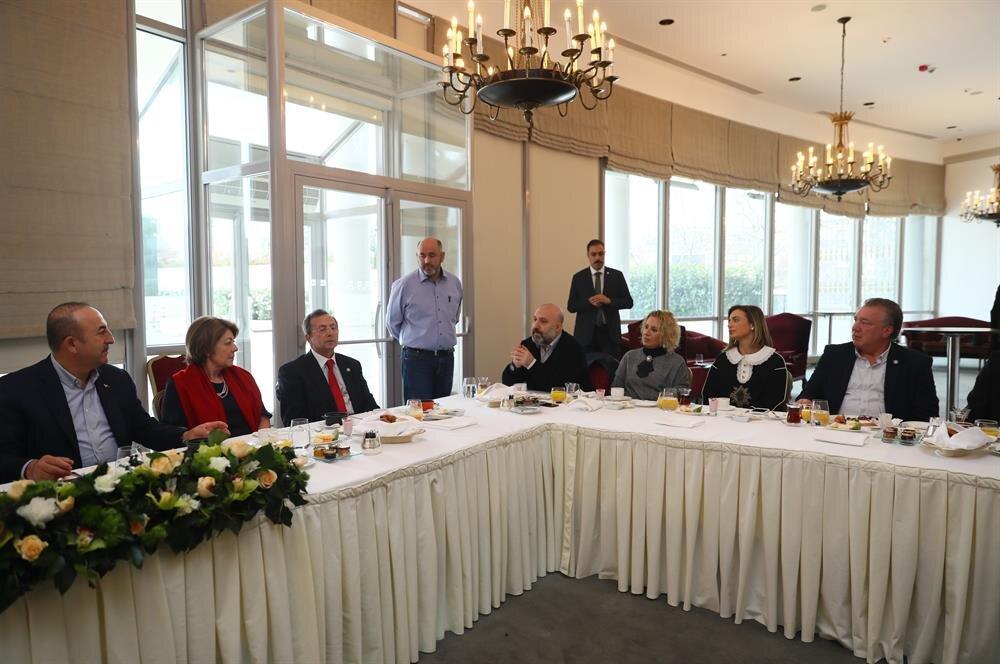 Dışişleri Bakanı Mevlüt Çavuşoğlu, Osmanlı Hanedanı üyeleriyle bir araya geldi.