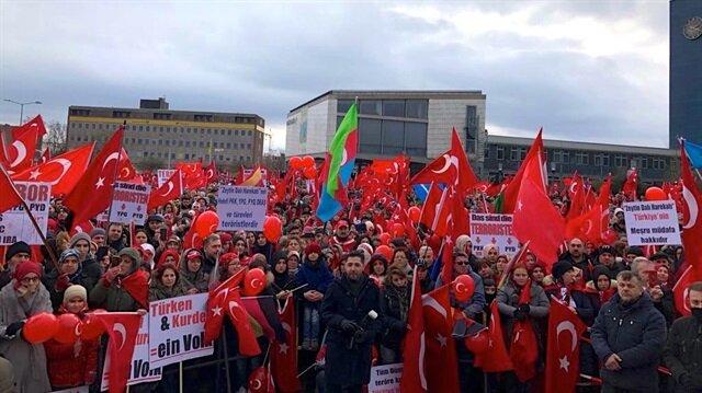 """الآلاف يشاركون في تجمع بألمانيا دعما لـ""""غصن الزيتون"""""""