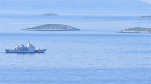 Sahil Güvenlik ve Deniz Kuvvetlerinden Kardak'ta önleme devriyesi sürüyor.