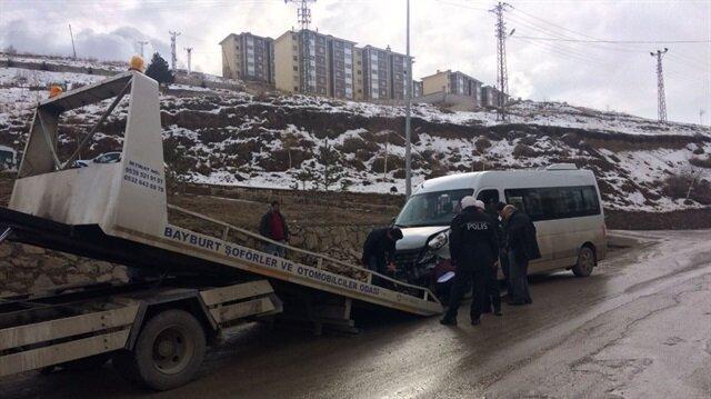 Bayburt'ta okul servisi kaza yaptı: 16 yaralı