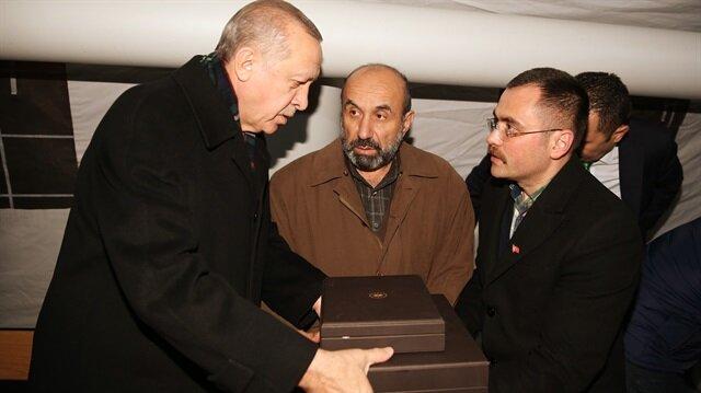 Cumhurbaşkanı Erdoğan Afrin şehidi Özalkan'ın ailesini ziyaret etti
