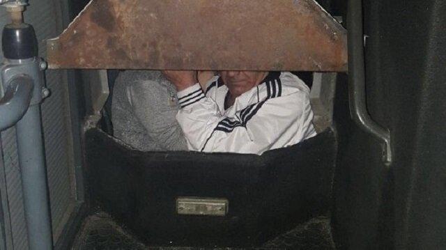 Gürcistan'a bir otobüsün gizli bölmesinde geçmeye çalışırken yakayı ele verdiler.